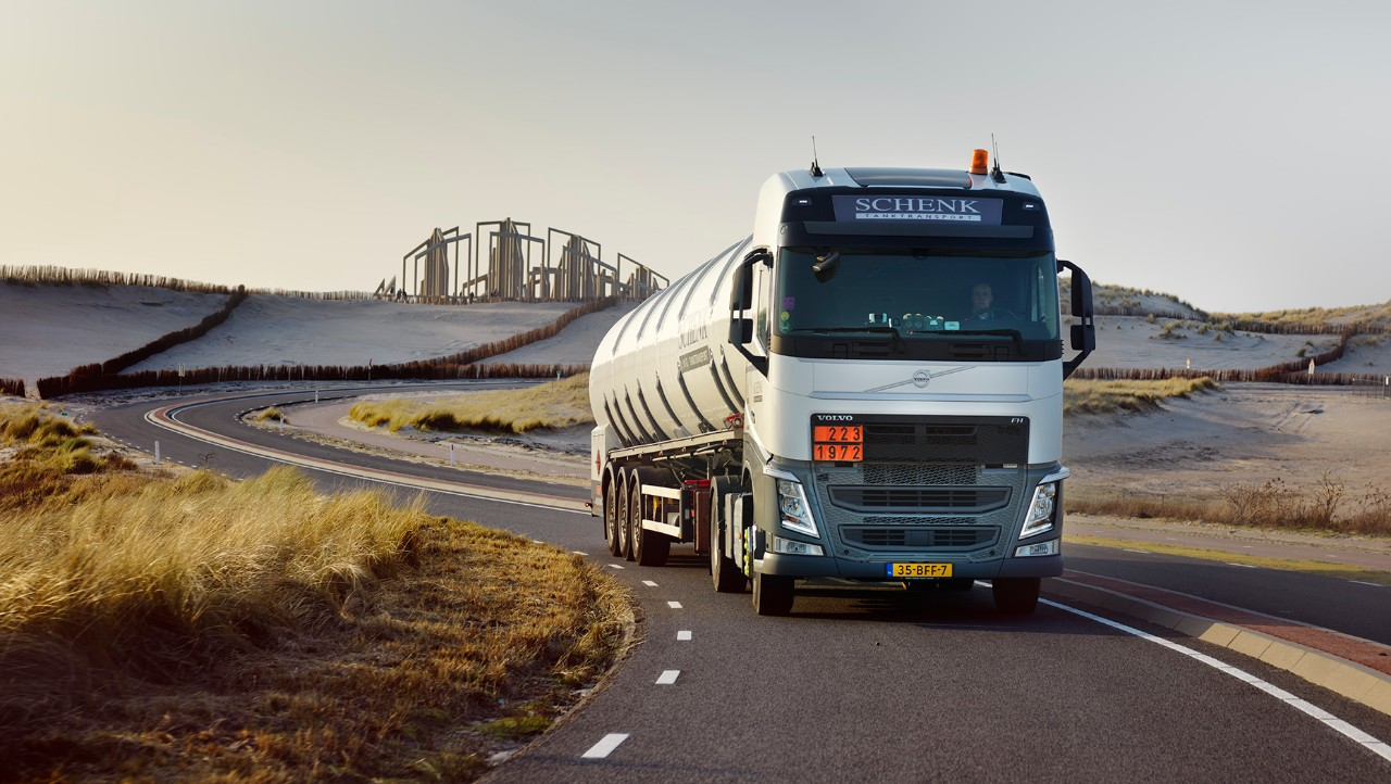 Volvo FH на Schenk Tanktransport.